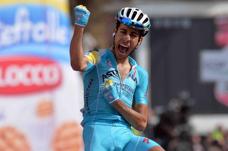 Fabio Aru esulta a Montecampione al Giro 2014