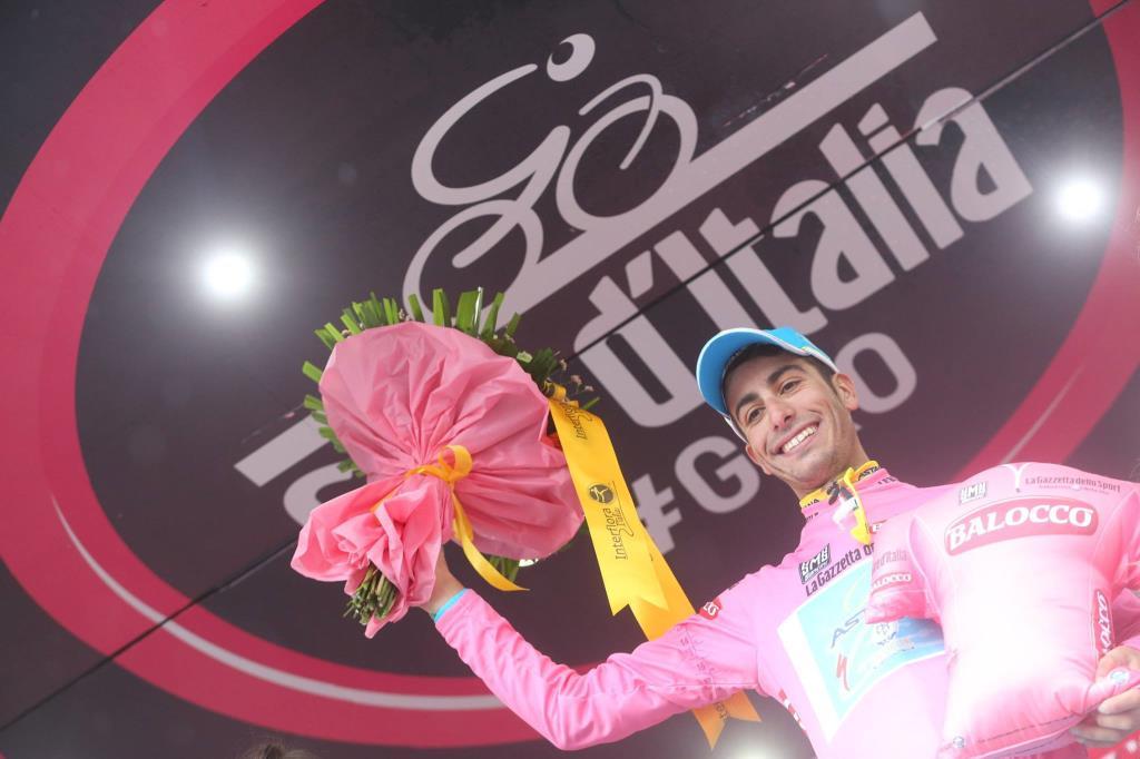 Fabio Aru in maglia rosa (da Facebook Giro d'Italia)