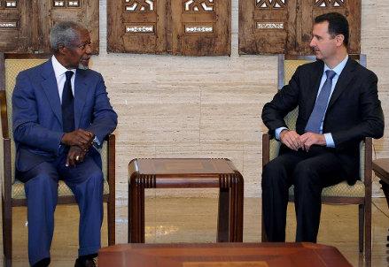 Assad con Kofi Annan (Infophoto)