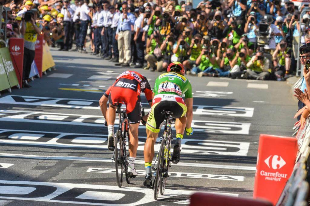 Greg Van Avermaet precede Peter Sagan (da Facebook Le Tour de France)