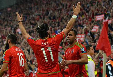 L'esultanza dei giocatori del Galles dopo il gol di Gareth Bale (dall'account Twitter ufficiale @EuroQualifiers)