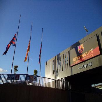 Bandiere a mezz'asta al Camp Nou