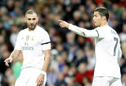 Il francese Karim Benzema (sinistra), 28 anni e il portoghese Cristiano Ronaldo, 30 (INFOPHOTO)