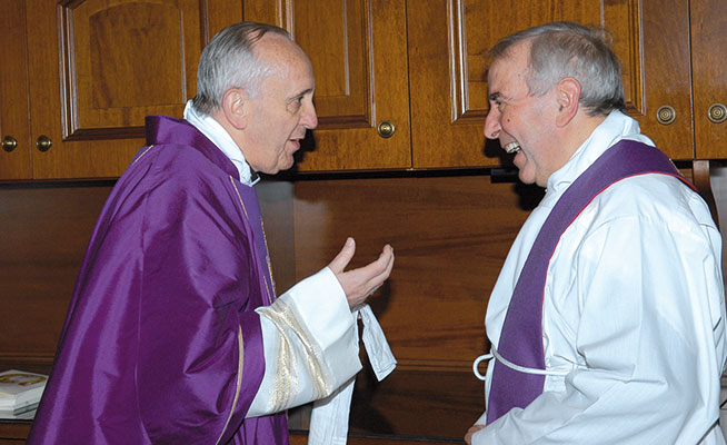 Il cardinale Jorge Bergoglio e don Giacomo Tantardini