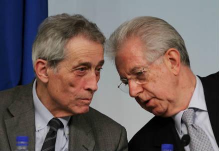 Enrico Bondi insieme al premier Mario Monti (InfoPhoto)