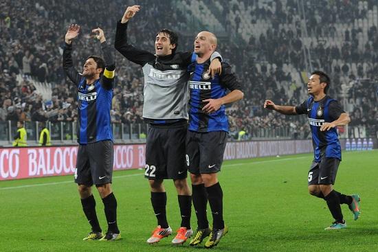 I festeggiamenti dell'Inter dopo la vittoria dell'andata (Infophoto)