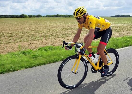 Fabian Cancellara in maglia gialla (Infophoto)