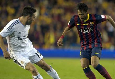 Il terzino del Real Madrid Daniel Carvajal (sinistra), 23 anni e l'attaccante brasiliano del Barcellona Neymar, 23 (INFOPHOTO)
