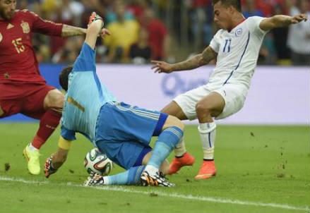 Il gol di Eduardo Vargas (dal profilo Twitter ufficiale @FIFAWorldCup)