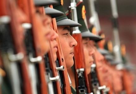 Soldati cinesi (Infophoto)