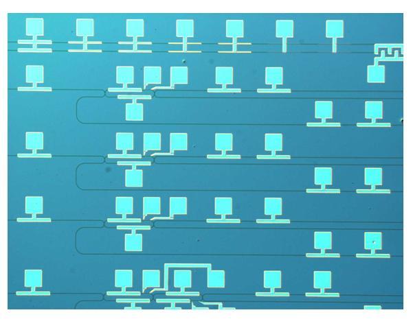 Un circuito fotonico con microcontrollori termici e CLIPP