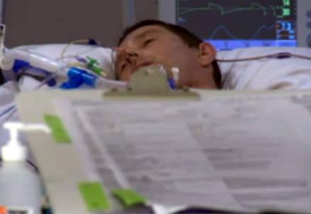 Un giovane in coma (Infophoto)