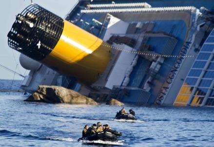 Lo scafo della Costa Concordia
