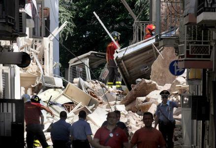 Le operazioni di soccorso (Foto: InfoPhoto)