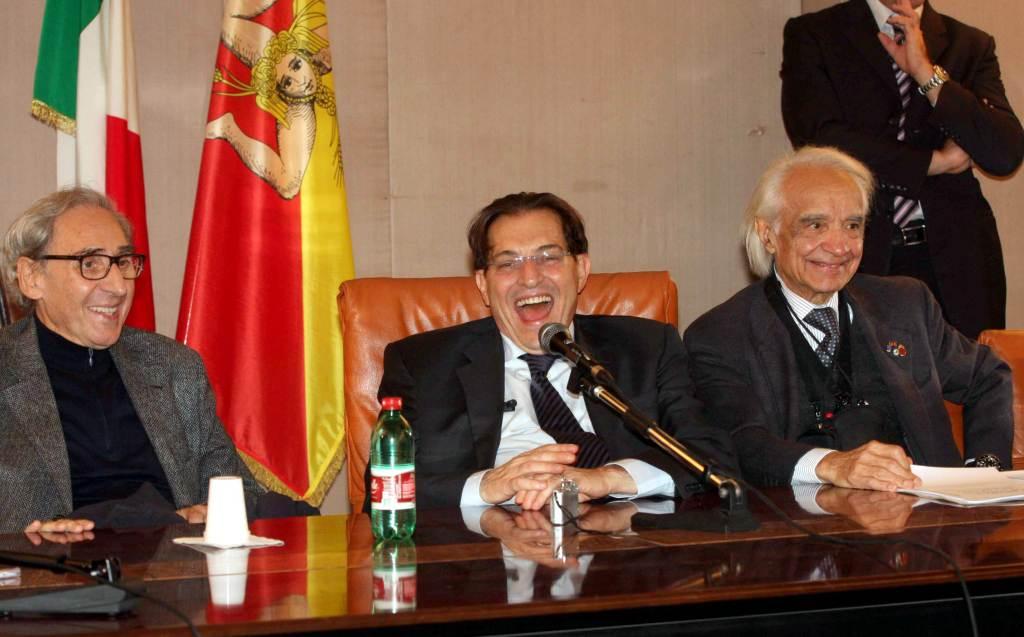 Crocetta con i due ex-assessori Battiato e Zichichi (InfoPhoto)