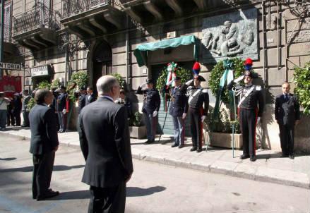 La cerimonia di commemorazione (InfoPhoto)