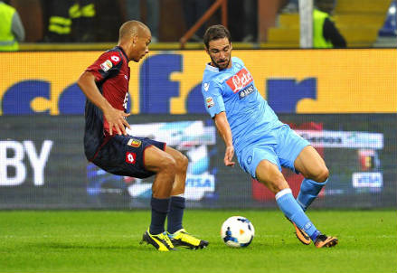 Sebastien De Maio contro Gonzalo Higuain (infophoto)