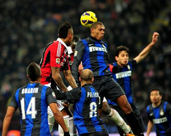 Un'immagine del derby di Milano di febbraio (Infophoto)