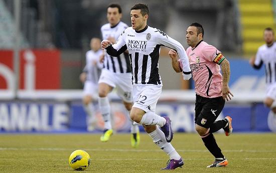 Mattia Destro, attaccante del Siena (Foto Infophoto)