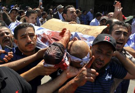 Disordini in Egitto dopo un attentato (Infophoto)