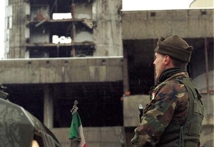 Militari italiani a Sarajevo (Infophoto)