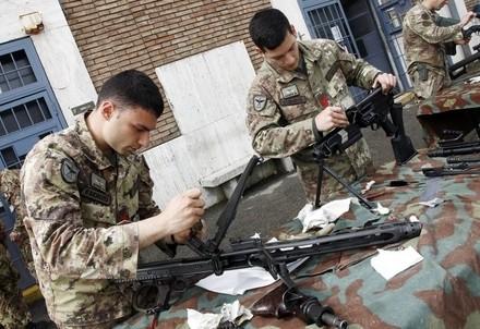 Paracadutisti della Folgore (Infophoto)