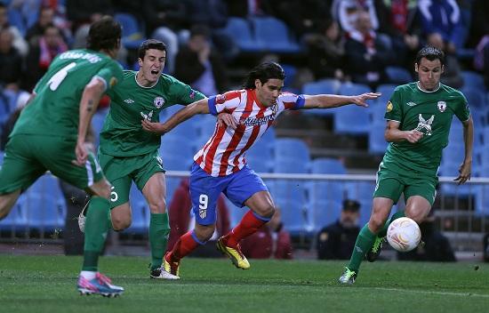 Falcao in difficoltà contro i giocatori del Rubin Kazan (Infophoto)