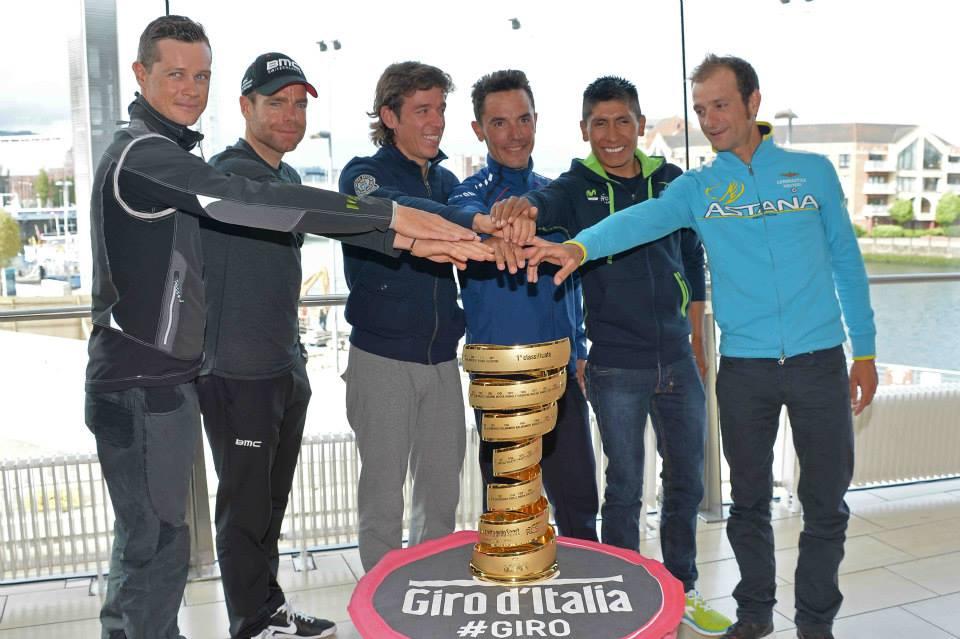 La foto di gruppo dei favoriti del Giro d'Italia 2014 (da Facebook)