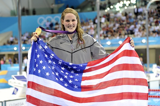 Missy Franklin con la Stars&Stripes dopo la vittoria nei 100 metri dorso (Infophoto)