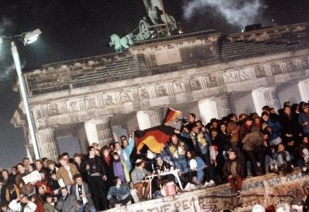 La caduta del Muro di Berlino, 9 novembre 1989 (InfoPhoto)