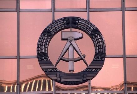 Il simbolo della vecchia DDR (Infophoto)