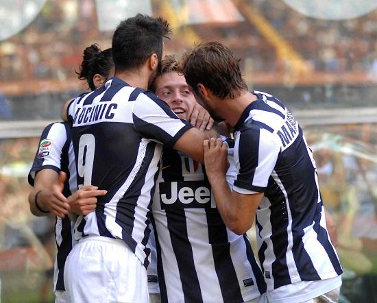 L'esultanza della Juventus dopo il gol di Giaccherini (Infophoto)