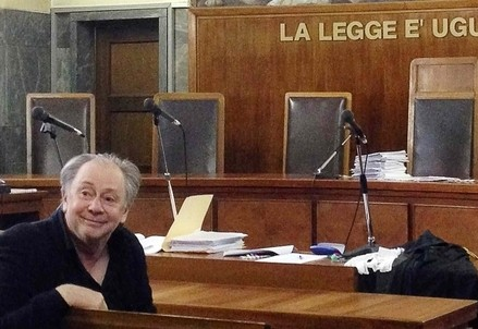 Lele Mora in aula (Infophoto)