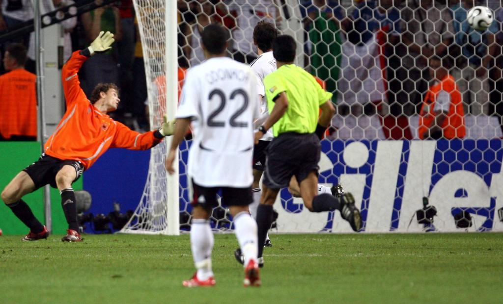 Del Piero ha appena tirato: è il 2-0 dell'Italia, Dortmund 2006 (Infophoto)