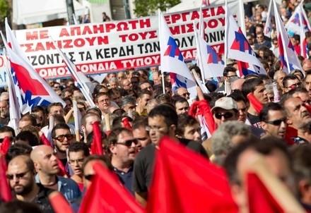 Proteste in Grecia (Infophoto)