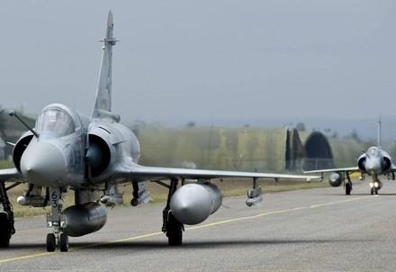 Aerei francesi in azione (InfoPhoto)