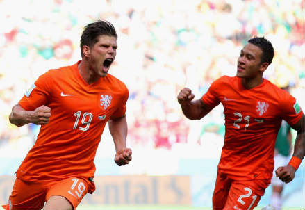 Klaas-Jan Huntelaar (sinistra), 30 anni (dal profilo Twitter ufficiale @FIFAWorldCup)