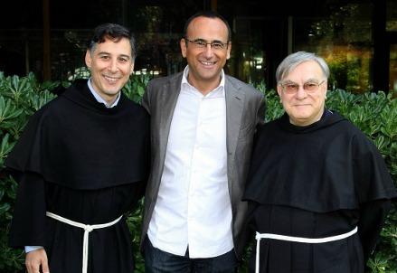Carlo Conti con i frati del Convento Francescano di Assisi