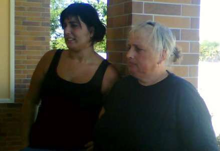Sabrina e la madre, foto InfoPhoto
