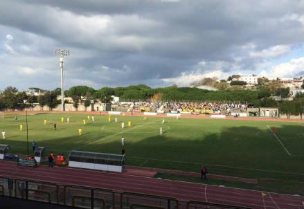 Lo stadio Mazzella di Ischia (dall'account Twitter ufficiale @ssischiaisolav)