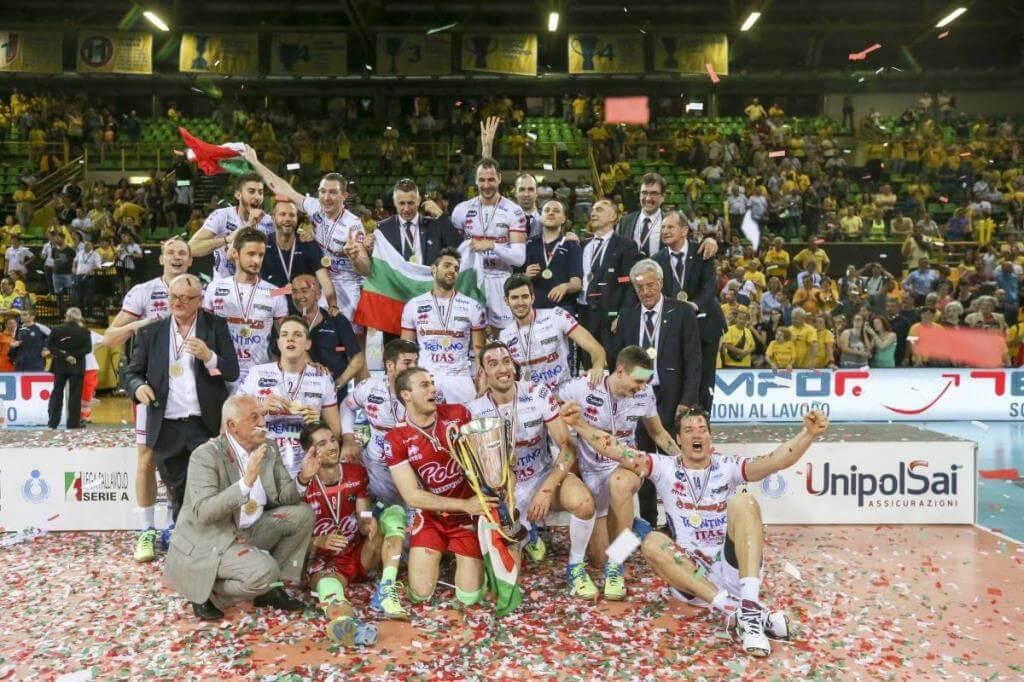 L'Itas festeggia lo scudetto (da Facebook Trentino Volley Srl)
