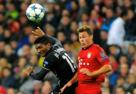 Il cileno della Dinamo Zagabria Junior Fernandes (sinistra), 27 anni e il tedesco del Bayern Monaco Joshua Kimmich, 20 (INFOPHOTO)