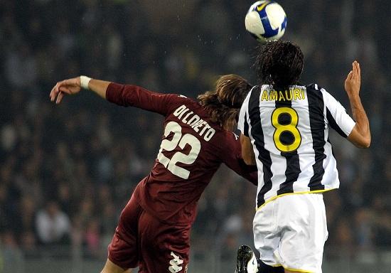 Di Loreto e Amauri nell'ultimo Juventus-Torino (Infophoto)
