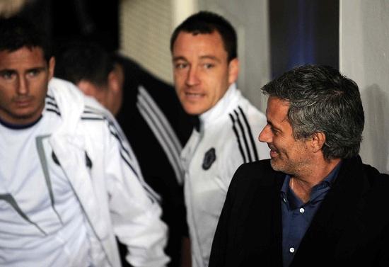 Josè Mourinho con Lampard e Terry (Infophoto)