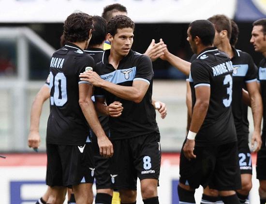 L'esultanza dei giocatori della Lazio dopo la vittoria col Chievo (INFOPHOTO)