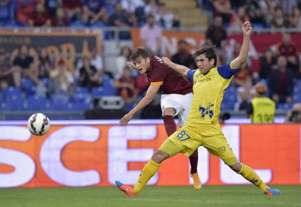 Il gol di Adem Ljajic in Roma-Chievo (dall'account Twitter @OfficialASRoma)