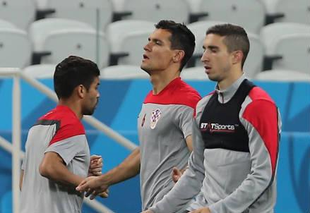 Giocatori della Croazia in allenamento: da sinistra Eduardo, 31 anni, Dejan Lovren, 24, e Sime Vrsaljko, 22 (INFOPHOTO)