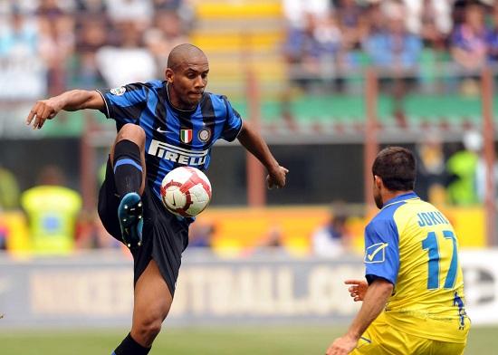 Maicon affrontato da Jokic durante Inter-Chievo 4-3 del 2010 (INFOPHOTO)