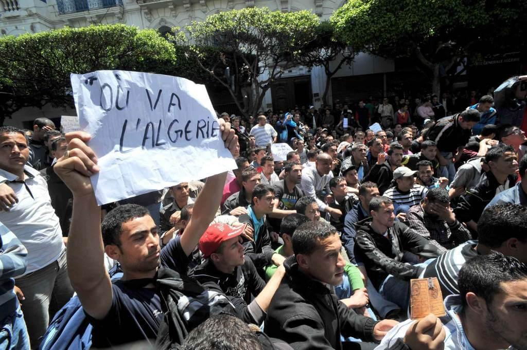 Una manifestazione in Algeria (Foto: Infophoto)