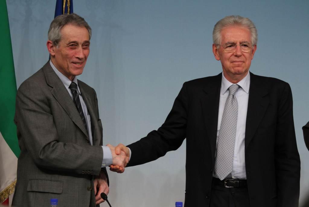Enrico Bondi e Mario Monti (Foto: Infophoto)